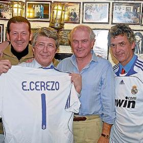 Villar_enfundo_camiseta_Madrid